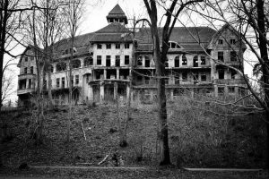 These 13 Haunted Houses Are So Terrifying, You Might Actually Wet Your Pants